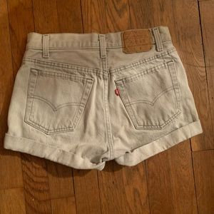 Levi's shorts in gray